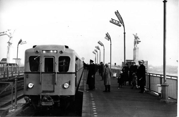 """Поїзд типу Д на ст. """"Дніпро"""""""