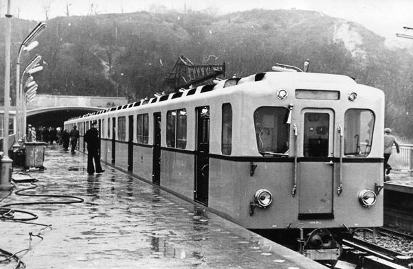 """Поїзд з вагонів Д на ст. """"Дніпро"""". Осінь 1960."""