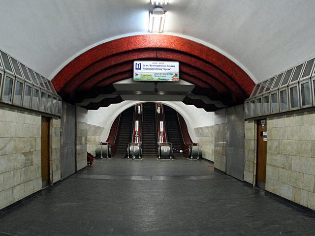 """Палац """"Україна"""". Портал ескалаторного нахилу."""